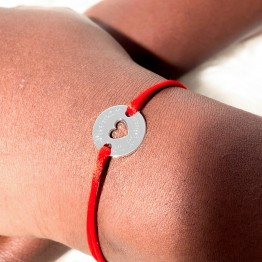 """Engraved tag """"Mum we love you"""" on a red cordon bracelet"""