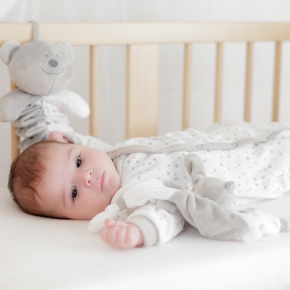 Pyjama voor pasgeboren jongens en meisjes van velours geodkoop inkoop verkoop les kinousses - Ruimte jongensbaby ...