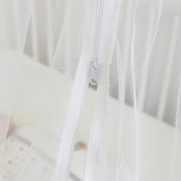 Ciel de lit bébé avec flèche